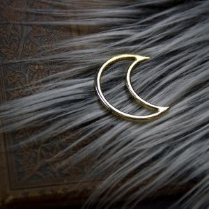 Accessories - 》SOLD《 Crescent moon hair clip